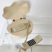 Shello? 🐚 @homeunion  .  #shell #coquillage #telephone #phone #hello #vintage #beige #creme #cream #aesthetic #aesthetic